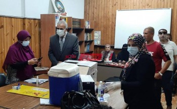 وكيل التعليم بدمياط يتابع إجراءات تلقي العاملين بالديوان مصل لقاح كورونا