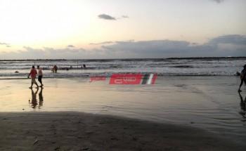 بالصور ارتفاع الامواج وراء تحذيرات محلية رأس البر لعدم نزول البحر