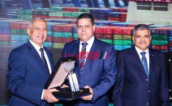 ميناء دمياط يفوز بجائزة افضل ميناء تجارى فى تطبيق منظومة النقل متعدد الوسائط