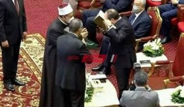 الطيب يهدي الرئيس السيسي نسخة فريدة من مصحف الأزهر إحتفالاً بالمولد النبوى الشريف