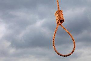 زوج ينتحر شنقاً بسبب خلافاته مع زوجته بالإسكندرية