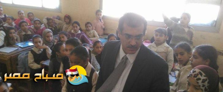 التعليم تتابع العملية التعليمية وتكرم معلمة بالقليوبية