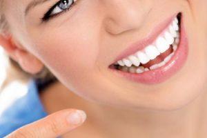 ٣ وصفات لتبيض الاسنان للحصول علي اسنان قوية وبيضاء