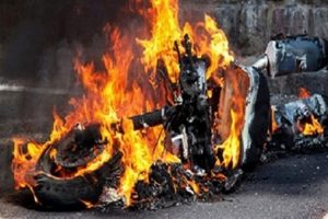 انقلاب سيارة ملاكي وتفحم شخصين بداخلها في الشرقية