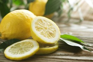 وصفة الموز والليمون لشعر لامعي صحي وناعم
