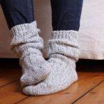 تعرف على فوائد واضرار ارتداء الجوارب أثناء النوم فى فصل الشتاء