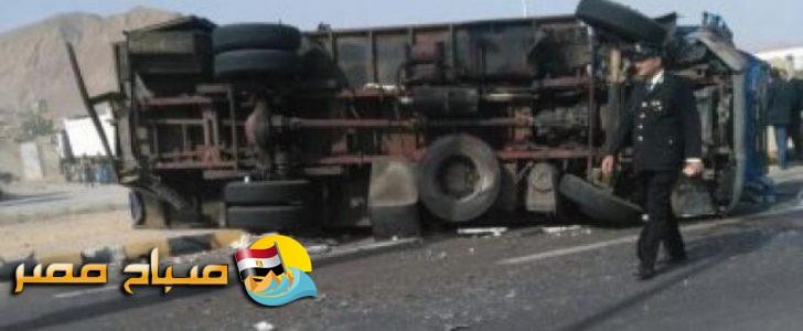 مصرع هندى وباكستانى وسودانيان فى حادث عربة ترحيلات سفاجا واصابة 20 آخرين