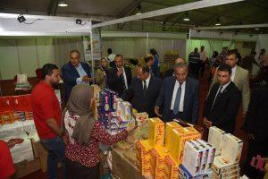 محافظ الاسكندرية ووزير التموين يتفقدان منفذ بيع سلع غذائية بحي الجمرك