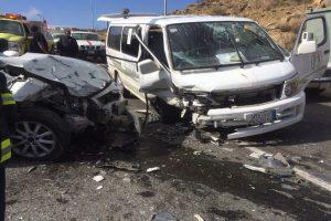 إصابة 7 أشخاص جراء إنقلاب سيارة ميكروباص
