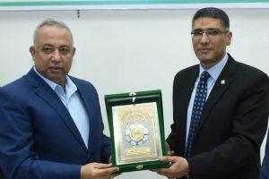 محافظ الشرقية  يُكرم رئيس جهازتنمية مدينة العاشر من رمضان السابق وأسرة الشهيد أحمد منسي