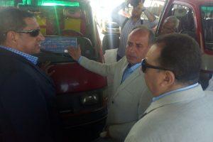 بالصور محافظ الإسكندرية يتفقد الموقف الجديد لمتابعة تطبيق التعريفة الجديدة
