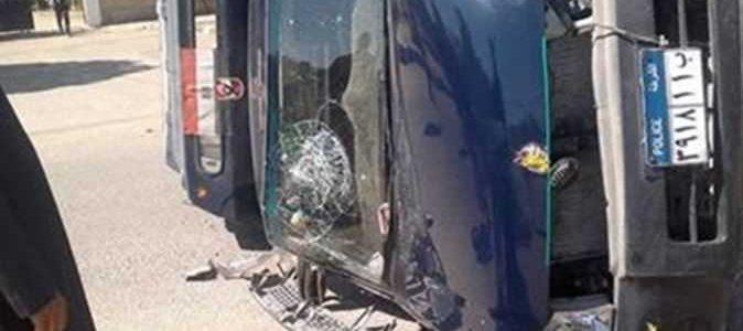 إنقلاب سيارة شرطة بأسوان تسفر عن مصرع امين الشرطة وإصابة 3 مجندين