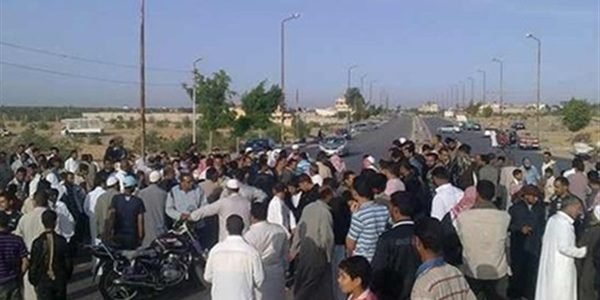 إصابة 4 أشخاص في تصادم 3 سيارات وإحتراق إحداهما بالطريق الصحراوى بالبحيرة