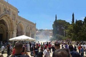 اقتحام قوات الاحتلال للمسجد الاقصى وإطلاق الرصاص واصابة العشرات
