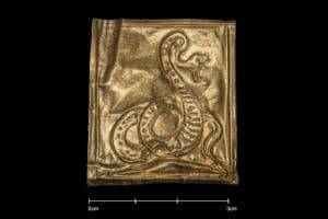 بالصور.. العثور على رقائق ذهبية داخل تابوت سيدي جابر بالاسكندرية