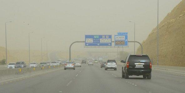 استمرار الضباب على غرب ووسط وشرق المملكة وأمطار خفيفة على 4 مناطق تعرف عليها