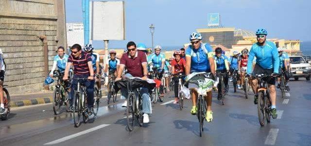 بالصور وزير الرياضة يقود ماراثون الدراجات بكورنيش الإسكندرية