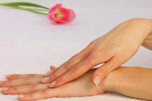 طرق طبيعية للحفاظ على نعومة يديك