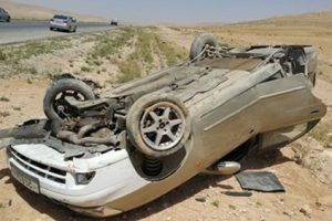 بالأسماء إصابة 10 مواطنين فى حادث انقلاب سيارة بطريق مطروح – الإسكندرية الساحلي