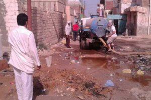 إصلاح كسر خط رئيسي لمياه الصرف الصحي و قطع المياه عن عدة قرى بدمياط