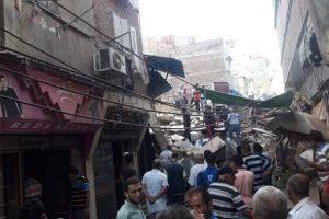 بالفيديو انتشال جثتين و 7 مصابين من تحت انقاض عقار عزبة البرج المنهار بدمياط