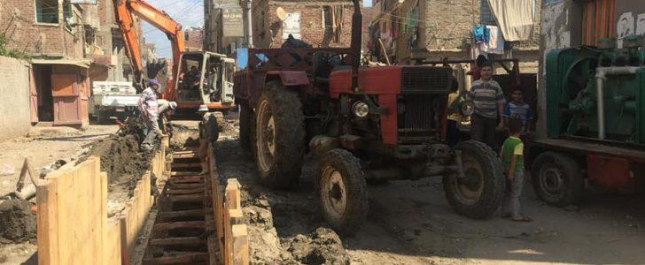 استئناف العمل بمشروع الصرف الصحي بالنجارين بدمياط و حل مشكلات طريق خط السير