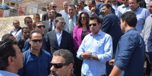 صور تشير الى غضب وزير الشباب و الرياضة اثناء تفقد احوال استاد دمياط