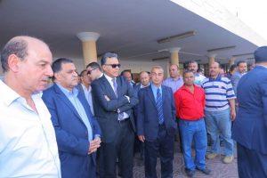 بالصور وزير النقل يستقل القطار 915 من بنها للإسكندرية للإطمئنان على مستوى الخدمة