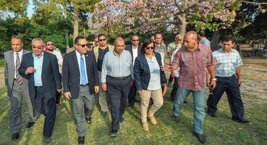 بالصور.. محافظ الإسكندرية ووزير الزراعة يتفقدان حديقة انطونيادس