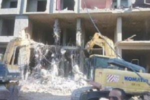 حملة إزالة عقار مخالف حتى سطح الأرض بحي المنتزه فى الإسكندرية