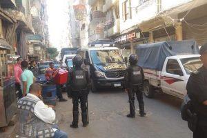 بالصور.. إزالة أدوار مخالفة فى عدة عقارات بحي وسط بالإسكندرية