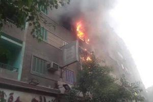 حريق هائل بشقة سكنية بالشرقيه يسفر عن وفاة طفل والتهام الشقة بالكامل