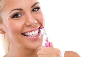 تعرفى على طرق بسيطة وفعالة لتبييض أسنانك