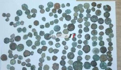 ضبط محاولة تهريب كمية من العملات الأثرية بمطار برج العرب