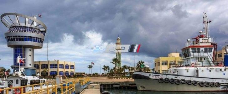 111 سيارة نقل تغادر ميناء دمياط محملة بـ 6045 طن قمح