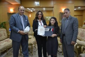 محافظ دمياط تكرم الطلاب الحاصلين على المركز الأول بالشهادتين الابتدائية والاعدادية