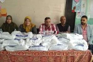 توزيع ملابس لدعم طلاب مدرسة بدمياط برعاية بنك الطعام الدمياطي .. صور