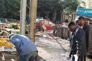 بالصور إزالة 7 أعمدة متهالكة بعدة شوارع بحي الجمرك