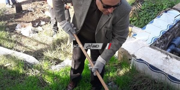 بالصور محافظ الاسكندرية يشارك فى مبادرة تنظيف حديقة الشلالات