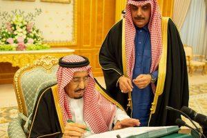 الملك سلمان بن عبد العزيز يرأس جلسة مجلس الوزراء لإقرار الميزانية العامة للدولة للعام المالي الحالي