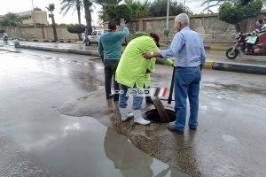 بالصور كسح وتصريف تجمعات مياه الأمطار بحي المنتزه بالإسكندرية
