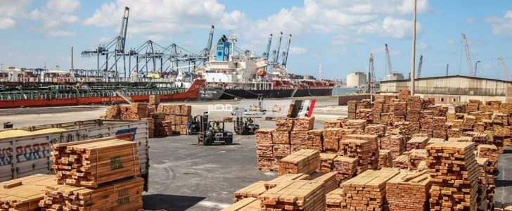 ميناء دمياط يستقبل 2999 طن خشب و 4800 طن سكر