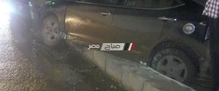 سيارة ملاكي تصطدم برصيف خرساني على مدخل مدينة السرو بدمياط … صور