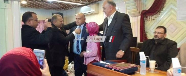 """نقابة المعلمين بدمياط تعقد جلسة """"لم الشمل"""" لتكريم معلم التنمر و الطالبة صاحبة الواقعة"""