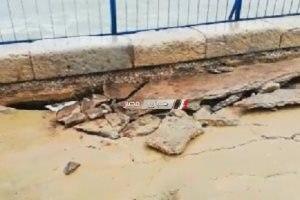 صور.. ارتفاع الأمواج وتكسير بلاط كورنيش بسبب شدة الرياح بالإسكندرية