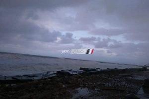 بالصور.. ارتفاع أمواج البحر إلى 6 أمتار بسبب سوء الأحوال الجوية بالإسكندرية