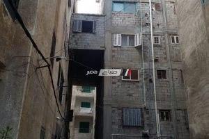 بالصور إزالة شقه معلقة بممر بين عقارين بمنطقة العجمي بالإسكندرية