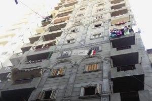 بالصور تنفيذ قرار إزالة لعقار بحى الجمرك بالإسكندرية
