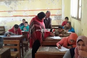 مدير كفر سعد التعليمية تتابع نهاية امتحانات الفصل الدراسي الأول