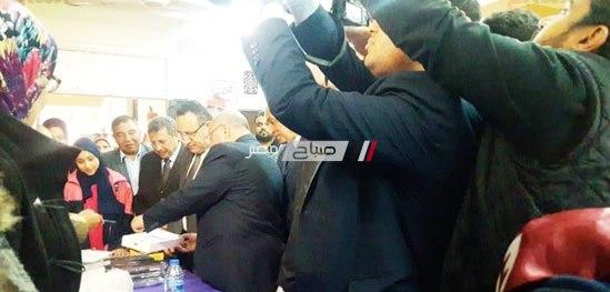 بالصور محافظ الإسكندرية يشهد تسليم التابلت لطلاب الصف الأول الثانوى
